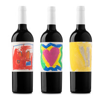Vi Solidari (Vino solidario). A Illustration, Graphic Design, and Packaging project by Atipus  - Jul 09 2013 12:00 AM