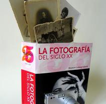 Fotografía del siglo XX (2015. Libro de artista, libro intervenido). Un proyecto de Artesanía de Sonia de Viana         - 05.08.2015